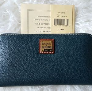 New Dooney & Bourke LG Wristlet Wallet Teal